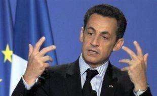 Nicolas Sarkozy fêtera mardi le premier anniversaire de son élection sur fond de sondages toujours en berne, alors que le reste de la semaine politique, raccourcie par un nouveau long week-end, tournera autour du très controversé projet de réforme institutionnelle.