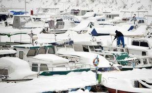 Deux nouvelles victimes du froid ont été enregistrées en Serbie, portant à 37 le nombre de décès dus aux intempéries dans les Balkans depuis la semaine dernière, tandis que le trafic fluvial sur le Danube était toujours paralysé vendredi sur des centaines de kilomètres.