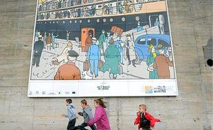 Près de la base sous-marine se sont croisés les histoires des héros d'Hergé et de la Transatlantique.C'est par Penhoët que Tintin et ses compagnons sont arrivés en ville.L'activité portuaire de Saint-Nazaire est identifiable sur plusieurs vignettes.