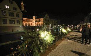 Près de 150 jardinières lumineuses vont longer les quais. Strasbourg le 13 novembre 2018
