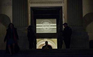 Des membres de la Chambre des représentants quittent le Capitole après le vote sur le budget fédéral, au soir du 11 décembre 2014 à Washington