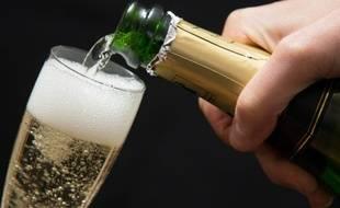 Parce qu'il n'y avait plus de champagne à bord de l'avion, la passagère suisse est devenue très agressive (Illustration).