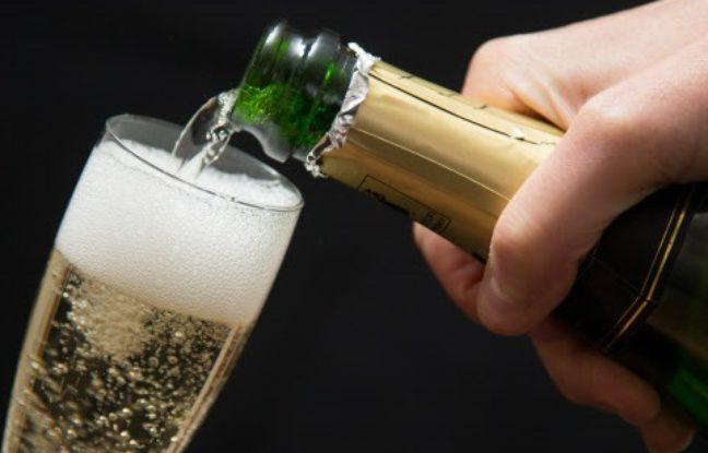 nouvel ordre mondial   Des passagers attaquent la compagnie aérienne qui leur a servi du mousseux au lieu de champagne
