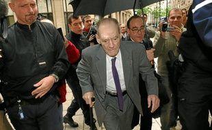 Le 29 avril 1986, le Pr Pierre Pellerin (au c.) avait déclaré: «La santé n'est absolument pas menacée».