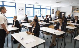 Hôtesses de l'air et stewart à l'école.