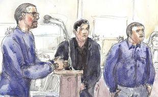 Samuel Dufour (à gauche) s'exprime devant la cour d'assises de Paris avec à droite, les deux autres accusés, Esteban Morillo et Alexandre Eyraud.