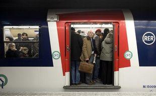 Des usagers du RER pendant la journée d'action interprofessionnelle du 29 janvier 2009.