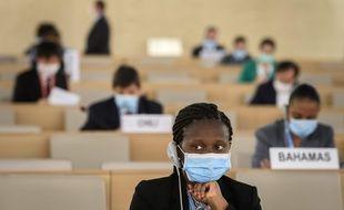 Une déléguée angolaise du conseil des droits de l'Homme de l'ONU lors du vote sur le racisme systémique.