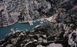 Le massif calcaire des Calanques, avec une trentaine de calanques plus ou moins profondes entre Marseille et Cassis, déjà classé en partie depuis 1975 et site Natura 2000 depuis 2003, s'apprête à accéder au statut de parc national, le dixième en France