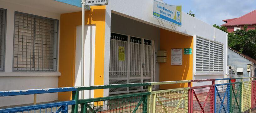 Une école, fermée, en Guadeloupe.
