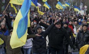 Les Ukrainiens manifestent à Kiev contre l'arrêt des négociations avec l'Union européenne