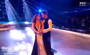 Denitsa Ikonomova et Rayane Bensetti, dans la finale de Danse avec les stars saison 5, sur TF1, le 29 novembre 2014.