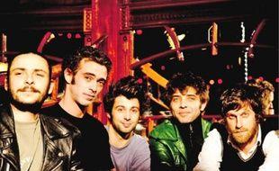 Les Hurlements d'Léo joueront les titres de leur dernier opus « Bordel de luxe ».