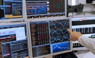 La Bourse de Paris devrait ouvrir en hausse vendredi, en l'absence de nombreux investisseurs en pleine trêve des confiseurs et avec un agenda dépourvu d'actualités majeures.