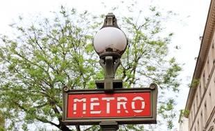 Une entrée de métro à Paris. (Illustration)