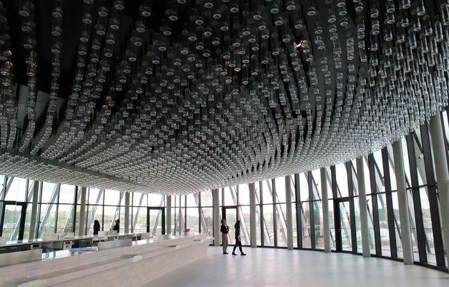 Le plafond du belvédère a été décoré de bouteilles renversées