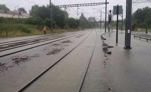 Les voies ferrées inondées à Savenay, lundi 11 juin 2018.