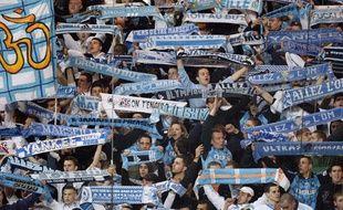 Les supporters de l'OM, lors du match PSG-Marseille, le 15 mars 2009, au Parc des Princes.