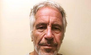 Le financier Jeffrey Epstein a été découvert blessé dans sa cellule de la prison de Manhattan.