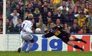 Le 31 mars 2001, Landreau stoppe le penalty de Cissé.