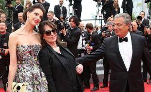 """Christian Clavier (d), Chantal Lauby (c) et Frédérique Bel, acteurs du film """"Qu'est-ce qu'on a fait au Bon Dieu?"""" au Festival de Cannes le 22 mai 2014"""