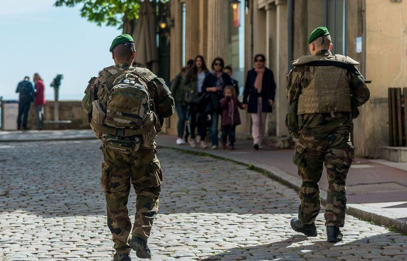 Lyon: Un militaire tire sur un homme qui menaçait sa patrouille avec un couteau