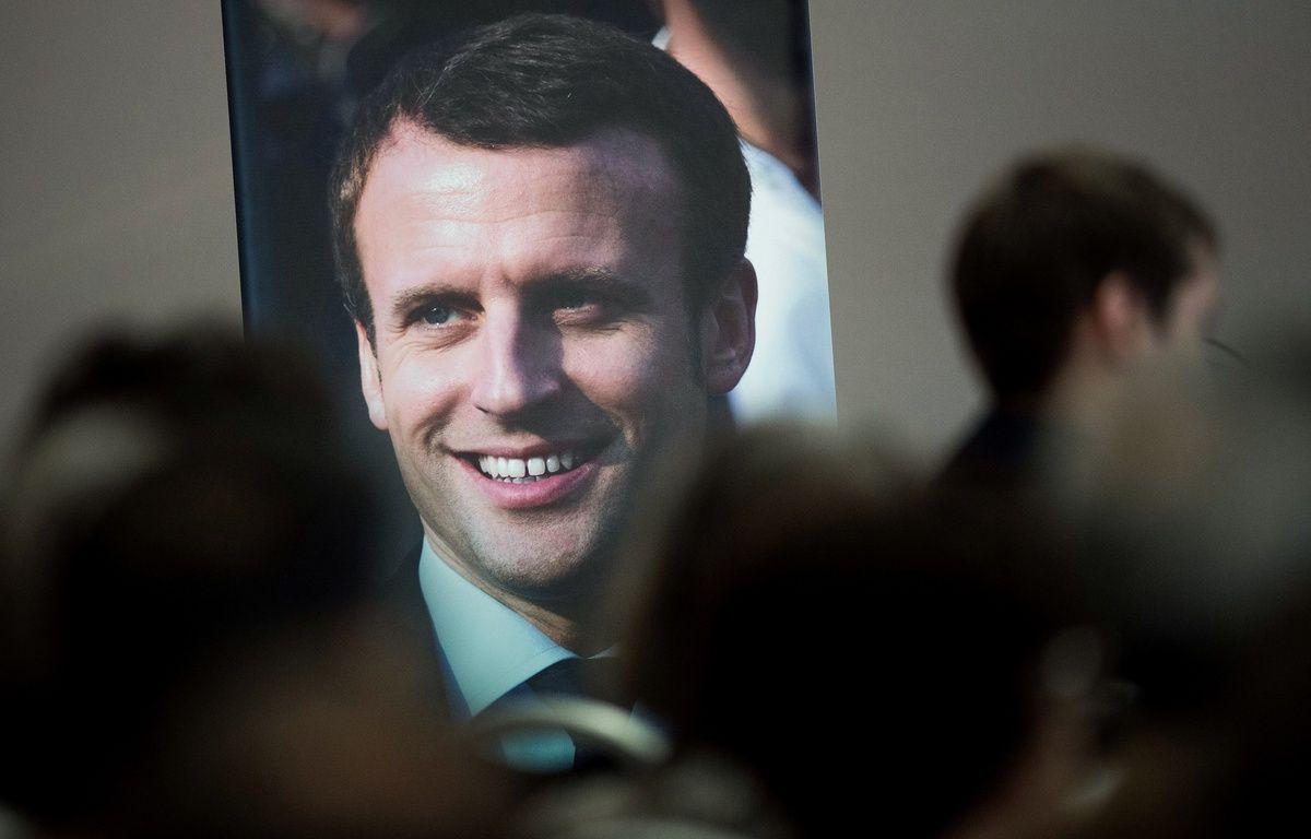 Une affiche d'Emmanuel Macron lors de la campagne des législatives de 2017. – Jean-Sébastien Evrard/ AFP