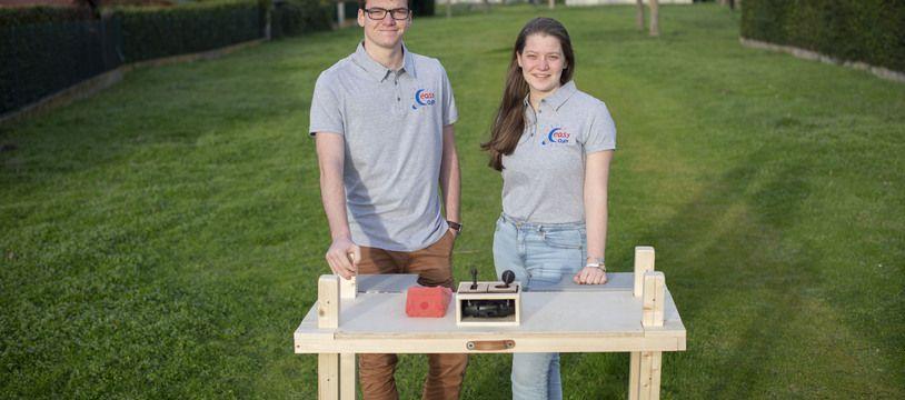 Damien et Noémie Thierry ont remporté la médaille d'or du concours Lépine des jeunes créateurs pour leur table adaptée au handicap.