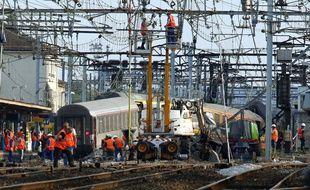 Sur les lieux de la catastrophe ferroviaire de Brétigny-sur-Orge, le 13 juillet 2013.