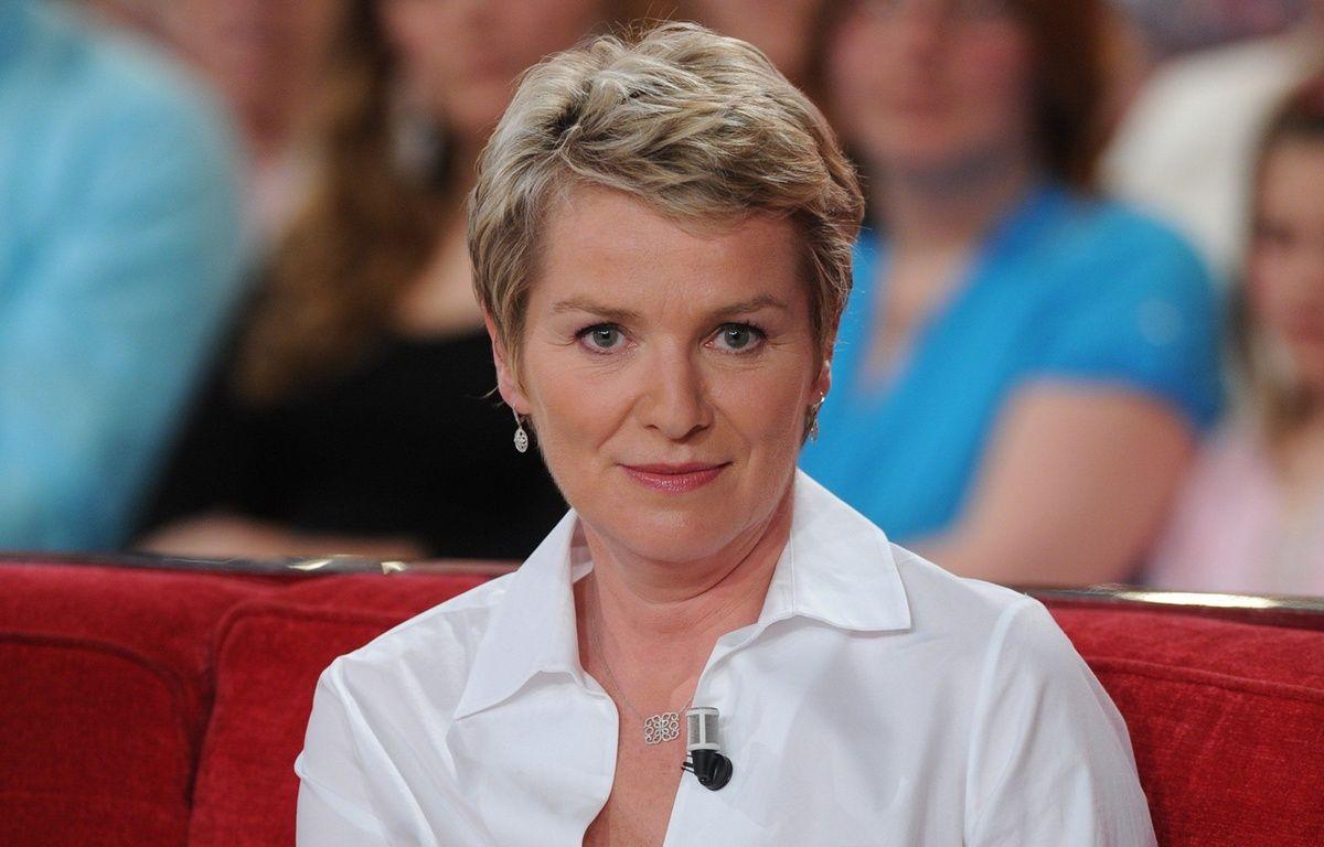 La journaliste Elise Lucet dans «Vivement Dimanche» en mai 2012. – BENAROCH/SIPA