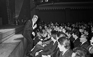 Johnny Hallyday lors de sa première à l'Olympia, en 1964.
