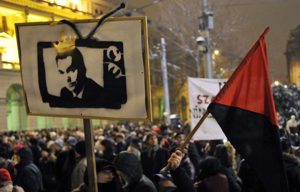 Manifestation contre la main mise de Viktor Orban sur lse médias en janvier 2011 en Hongrie –  Bela Szandelszky/AP/SIPA