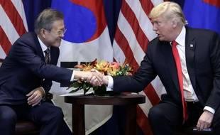Le président américain Donald Trump et son homologue sud-coréen Moon Jae-In, en marge de l'Assemblée générale de l'ONU, le 24 septembre 2018.