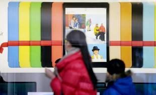 China Mobile, premier opérateur de téléphonie mobile en Chine, a démarré vendredi la vente de l'iPhone d'Apple dans tout le pays, le groupe américain espérant bénéficier des millions de clients dont se prévaut le groupe chinois.