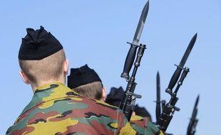 Parade militaire de soldats belges sur la base aérienne de Kleine Brogel en Belgique le 2 avril 2009.