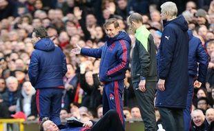 Louis Van Gaal en pleine simulation lors de Manchester United-Arsenal, le 28 février 2016.