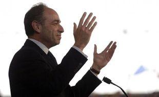 """En actant la reconnaissance des """"mouvements"""" au sein de l'UMP, Jean-François Copé a voulu prendre de vitesse ses adversaires pour le leadership du parti, François Fillon et Xavier Bertrand, qui l'accusent de jouer sa carte personnelle et d'anticiper la défaite de Nicolas Sarkozy"""