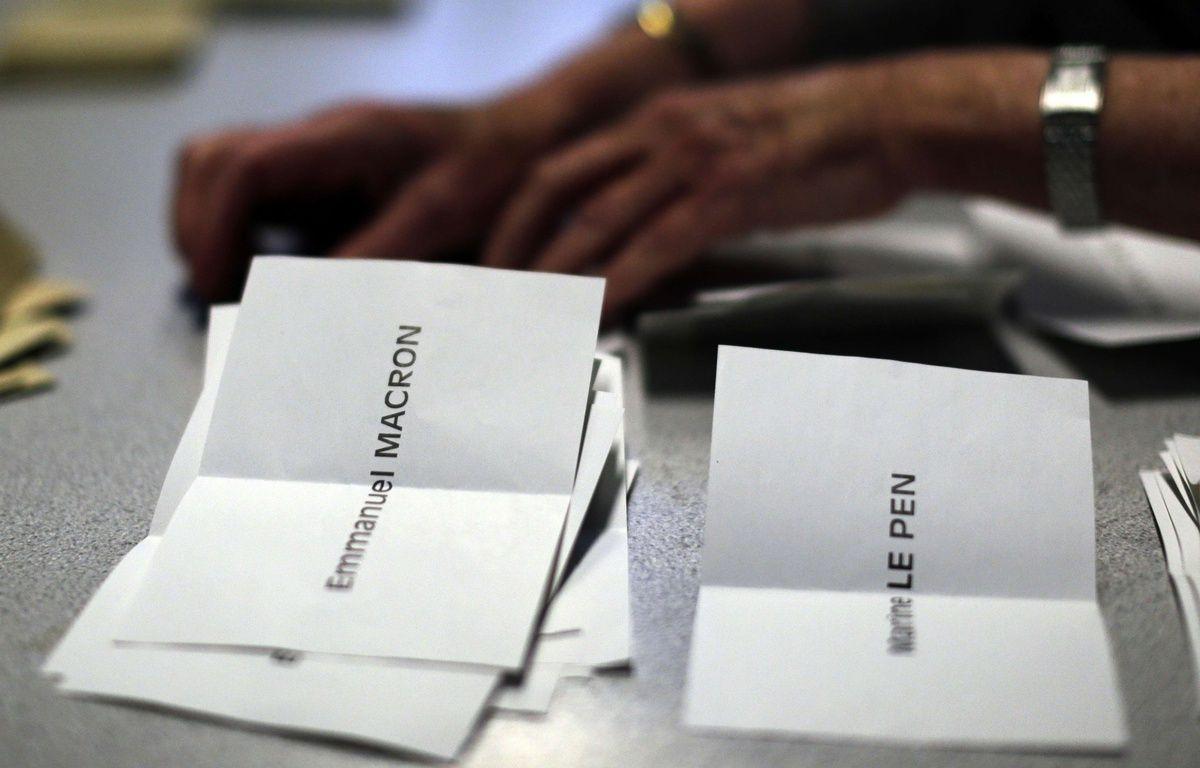 Dépouillement des votes du premier tour de l'élection présidentielle dans un bureau de vote parisien, le 23 avril 2017.  – Emilio Morenatti/AP/SIPA