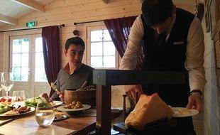 Notre lecteur Jean-Charles L se régale d'une raclette au Fouquet's