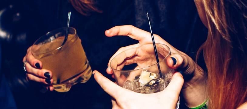 Bien que sa consommation soit perçue comme anodine, l'alcool fait partie des drogues les plus dangereuses (avec l'héroïne et la cocaïne).