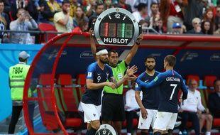 Antoine Griezmann remplacé par Olivier Giroud lors de France-Australie, le 16 juin 2018.