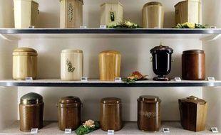 Des urnes funéraires.