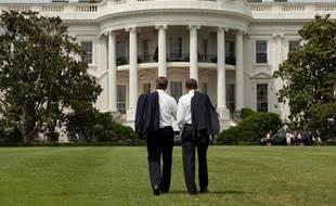 Barack Obama devant la Maison Blanche.