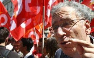 """""""Nous nous sommes mis d'accord sur une première journée d'action le 11 septembre, sous des formes diversifiées"""", a déclaré à l'AFP Gérard Aschieri, secrétaire général de la FSU (première fédération de l'Education), à l'issue d'une réunion entre les fédérations de l'Education."""