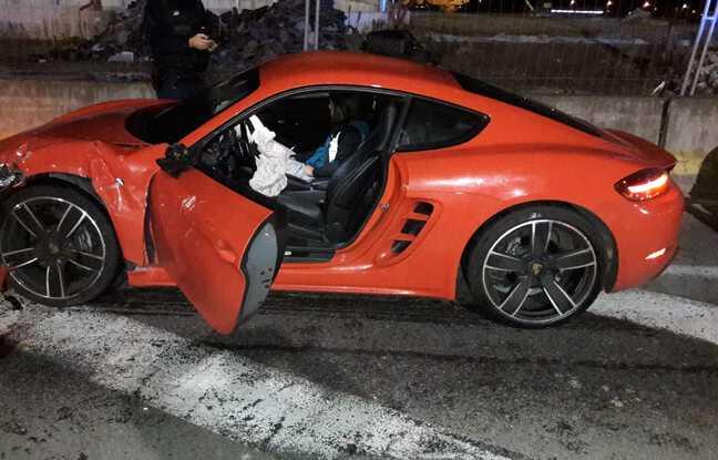 La Porsche a aussi été très endommagées par le choc.