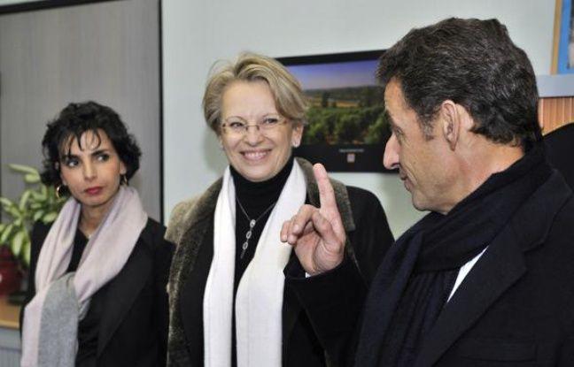 Rachida Dati, Michèle Alliot-Marie et Nicolas Sarkozy en visite dans les locaux de la police scientifique, le 14 janvier 2009 à Orléans.