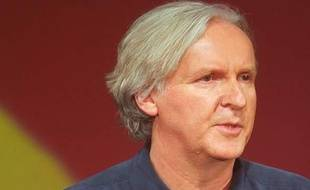 Le réalisateur James Cameron, lors de la conférence de presse d'Ubisoft, le 1er juin à Los Angeles, pour le jeu tiré de son futur film Avatar