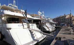 Un yacht stationné à Saint-Tropez