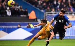 79e minute, Giroud met le penalty!! Les Bleus prennent enfin l'avantage.