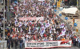 Le cortège d'une manifestation à Athènes en Grèce lors de la grève générale du 5 mai 2010 pour protester contre le plan de rigueur en raison de la crise financière.